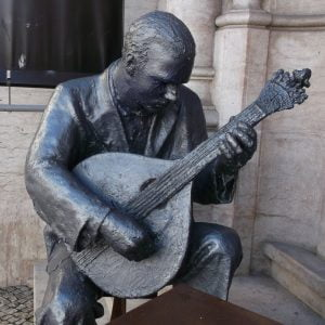 Fado-singer-statue-Glimpses-of-the-World