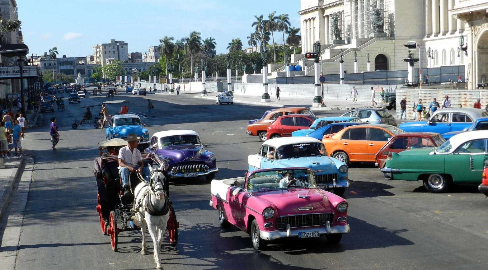 Cuba-travel-old-cars-Glimpses-of-The-World