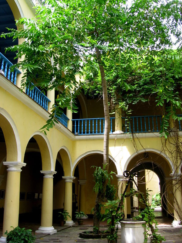 Villa's vast courtyard, Glimpses of The World_opt