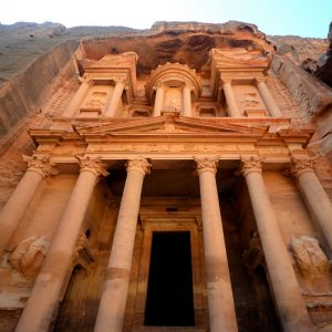 Visiting-city-of-Petra-Glimpses-of-the-World
