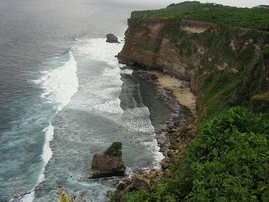 Travel-to-Bali-Uluwatu-temple-Glimpses-of-The-World